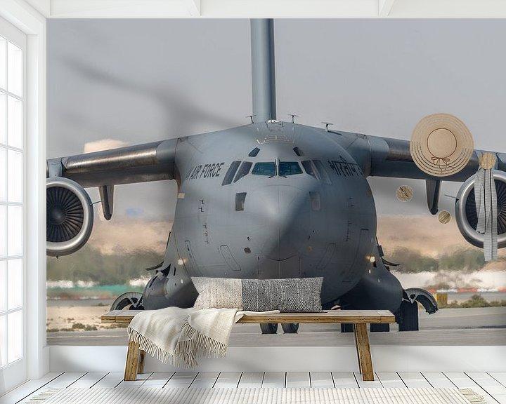 Sfeerimpressie behang: It's a big one! Een Boeing C-17 Globemaster III van de Indiase Luchtmacht is zo juist geland  op vli van Jaap van den Berg