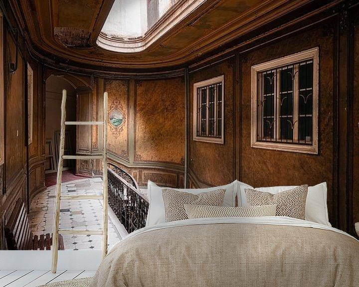 Sfeerimpressie behang: Verlaten Trap in Hotel. van Roman Robroek