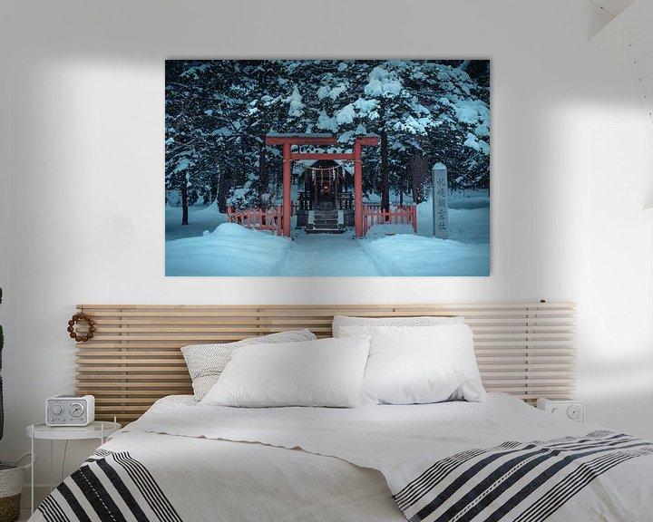 Sfeerimpressie: Klein altaar met een torii poort en lampje van Mickéle Godderis