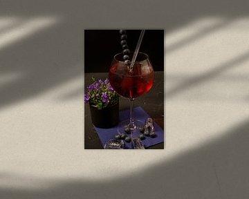 Heidelbeer-Gin-Treffen in Wasser. von Babetts Bildergalerie
