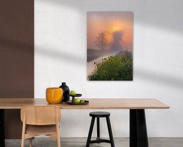 Mühle in den Niederlanden im Nebel von Paul Begijn