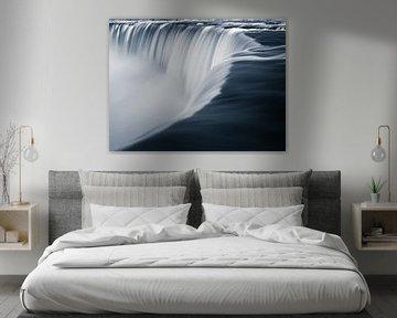 Horseshoe Falls, in Schwarz und Weiß, mit einem Hauch von Blau von Henk Meijer Photography