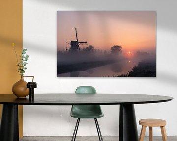 Poldermühle mit Nebel bei Sonnenaufgang von Coen Weesjes