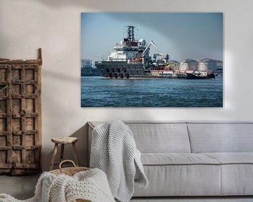 Schlepper im Hafen von Rotterdam im Calland-Kanal. von scheepskijkerhavenfotografie