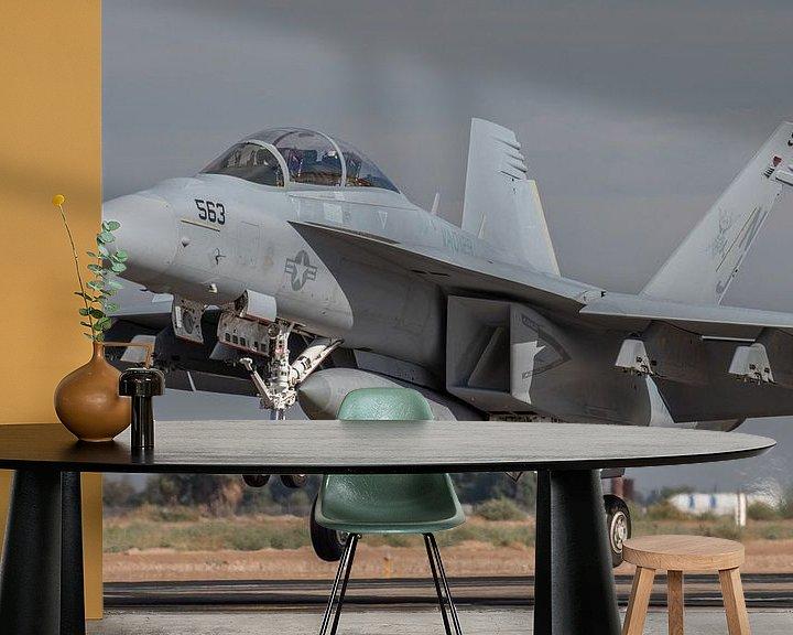 Sfeerimpressie behang: Boeing EA-18G Growler #169210 van VAQ-129 Vikings oefent een touch and go op NAF El Centro van Jaap van den Berg
