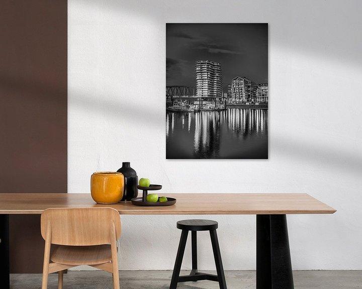 Sfeerimpressie: Nijmegen by night #2 (zwart wit) van Lex Schulte