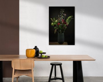 """Stillleben Blumen in einer Vase: """"Blumen in Blau"""" von Marjolein van Middelkoop"""