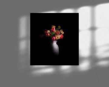 Eine Vase mit Pfingstrosen-Tulpen von Peter Heeling
