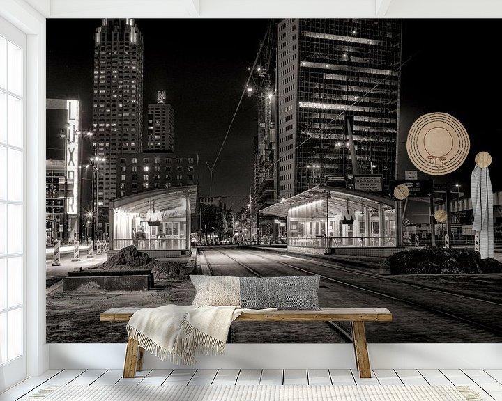 Sfeerimpressie behang: Wilhelminaplein bij nacht van Vincent van Kooten