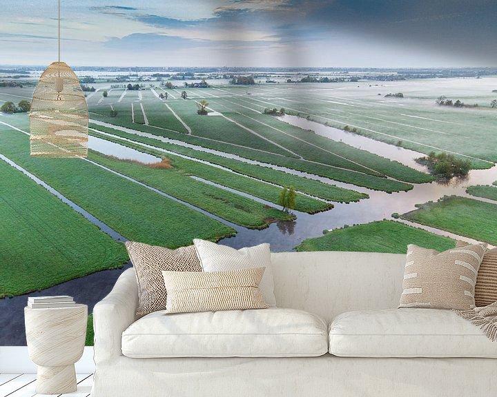 Sfeerimpressie behang: Ochtend over de polder. van Abe Maaijen