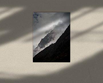 Nepal - Annapurna Track Himalaya - Neblige Hänge von Rik Pijnenburg
