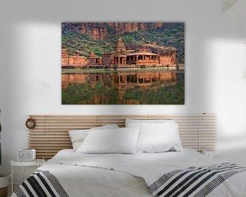 Tempel aan het Agastya meer in Badami
