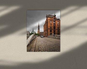 Lagerhaus und Kirche in Hamburg von OCEANVOLTA