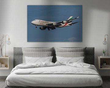 Boeing 747-400 Cargo von Emirates Skycargo kurz vor der Landung auf der Aalsmeer-Landebahn von Schip von Jaap van den Berg