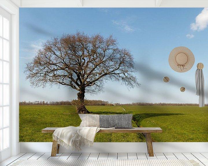 Sfeerimpressie behang: Gewoon een boom. van Anjo ten Kate