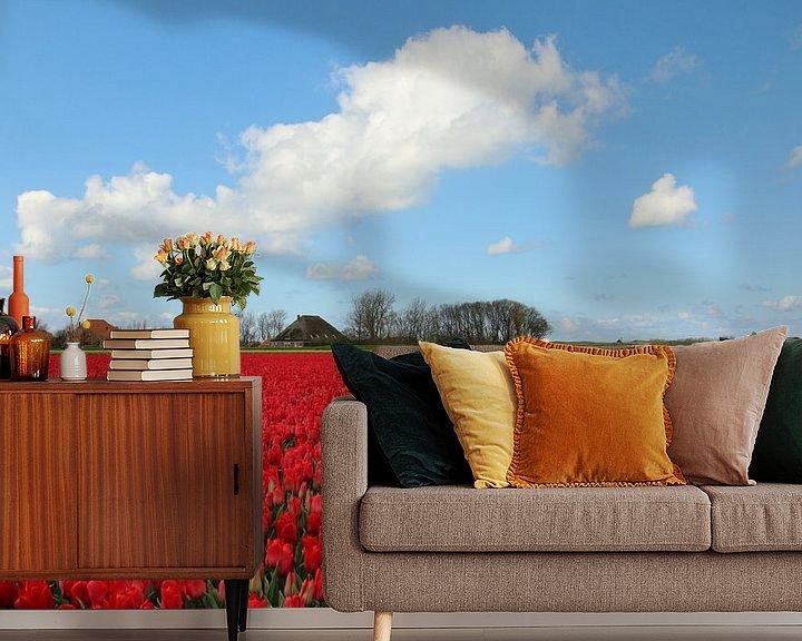 Sfeerimpressie behang: Tulpenveld in Noord-Holland van Pim van der Horst