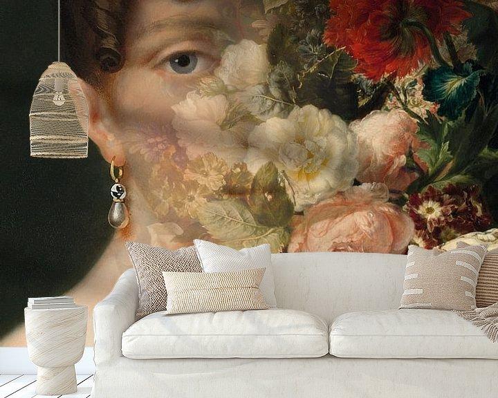 Sfeerimpressie behang: Portret van Hortense de Beauharnais, met bloemstilleven. van Studio Maria Hylarides