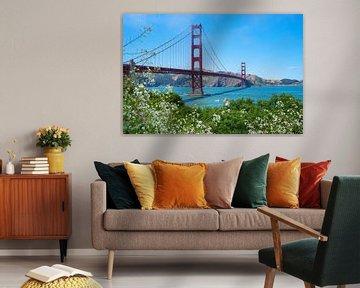 Golden Gate Brug in de lente van Leo Schindzielorz