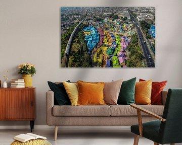 Een luchtfoto van de regenboogstad Malang (Indonesie). van Claudio Duarte