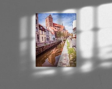 Molenkuil in de oude stad Wismar in Mecklenburg-Voor-Pommeren van Animaflora PicsStock