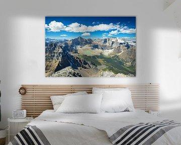 Einzigartiger Bergblick vom Mt. Temple im Banff National Park von Leo Schindzielorz