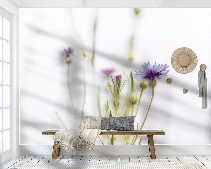 Sfeerimpressie behang: Korenbloem van Ingrid Van Damme fotografie