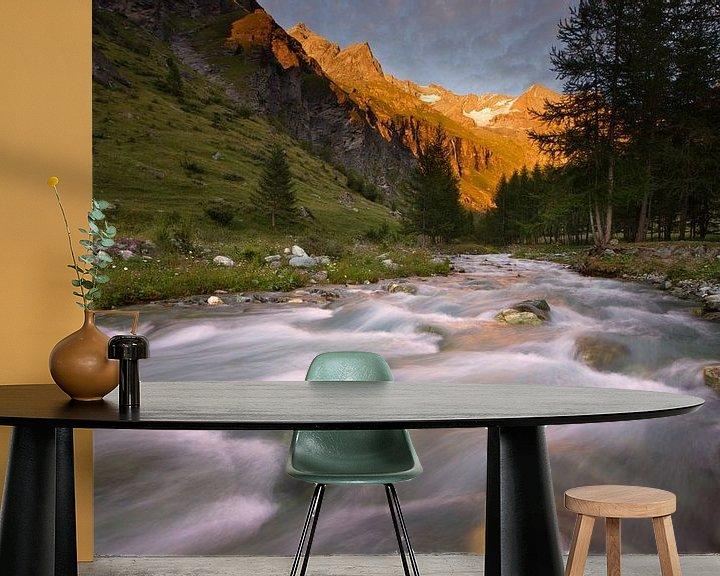 Sfeerimpressie behang: Alpen-Glow in de Franse Alpen van Hans van den Beukel