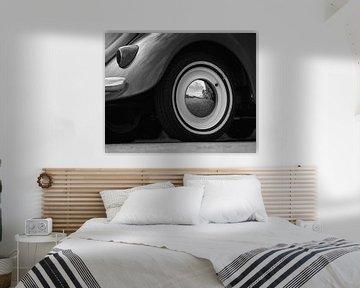 Volkswagen Käfer Reflexion im Rad von Ronald van der Zon
