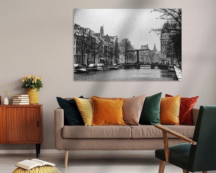 Sfeerimpressie: Binnenstad van Amsterdam in de Winter Zwart-Wit van Hendrik-Jan Kornelis