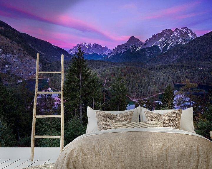 Sfeerimpressie behang: Zugspitze avondopname van Hans van den Beukel
