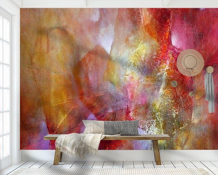 Sfeerimpressie behang: Het licht - rood ontmoet roze en geel van Annette Schmucker
