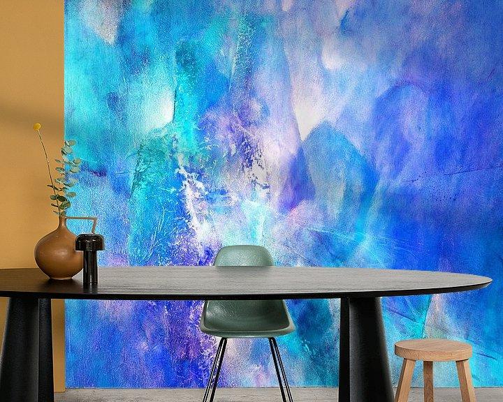 Sfeerimpressie behang: Het licht - violet ontmoet turkoois van Annette Schmucker