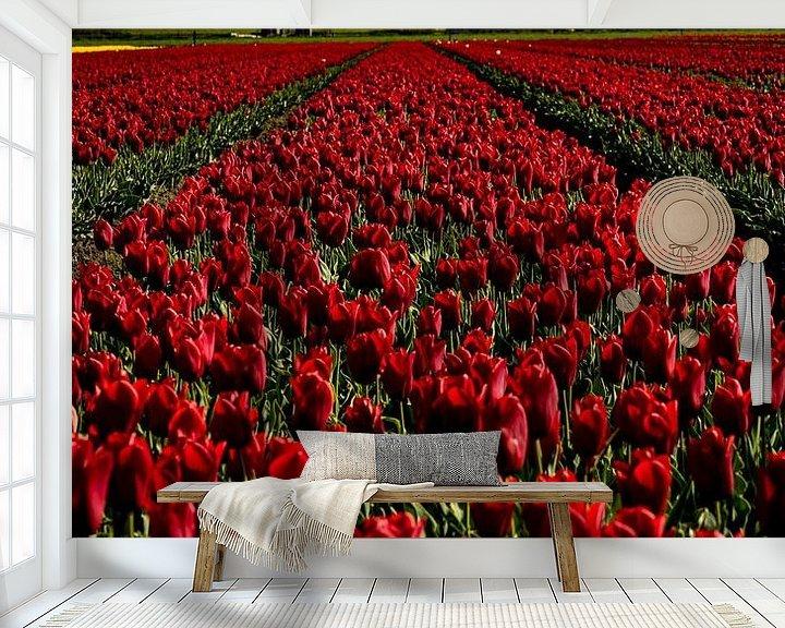 Sfeerimpressie behang: rode tulpen voor de toren van peterheinspictures