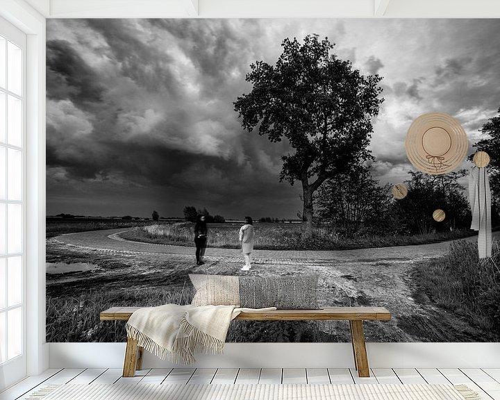 Sfeerimpressie behang: surrealistische zwart-wit-foto op een landweg van Jacques Jullens