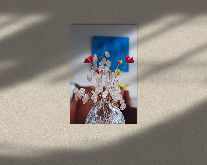 Sfeerimpressie: Gedroogde bloemen in kristallen vaas van Jonai
