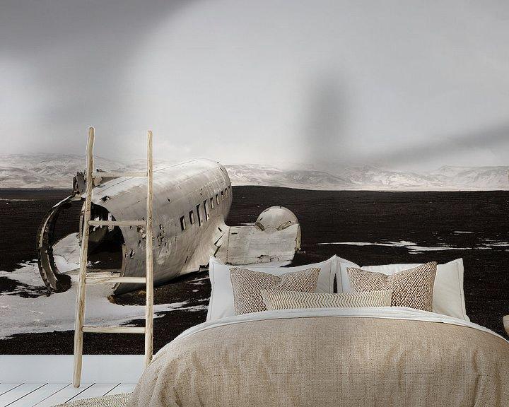 Sfeerimpressie behang: Wrecked Dakota van Arnold van Wijk