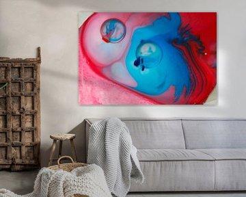 Abstract rood en blauw van Jeannine Van den Boer