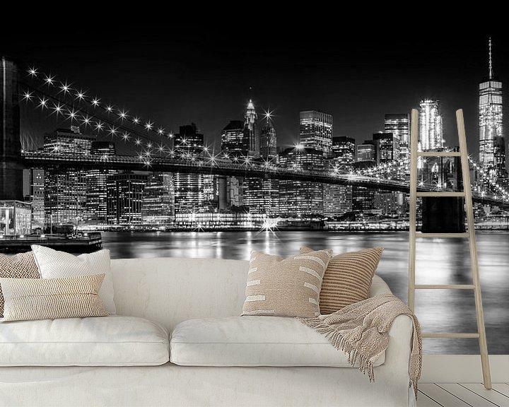 Beispiel fototapete: Night Skyline MANHATTAN Brooklyn Bridge s/w von Melanie Viola