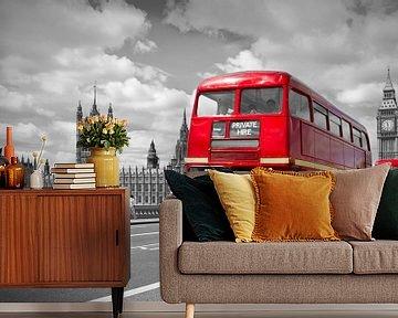 Houses of Parliament & Red Buses on Westminster Bridge van Melanie Viola