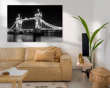 Tower Bridge at Night van Melanie Viola