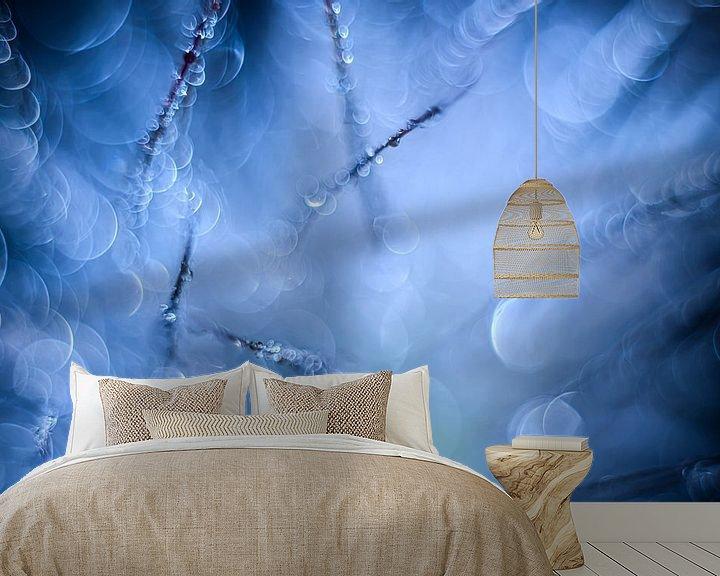 Sfeerimpressie behang: Blauwe bubbels van Gerry van Roosmalen