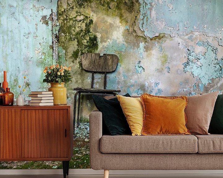 Beispiel fototapete: Alter Stuhl in einem verlassenen Gebäude von Frank Herrmann