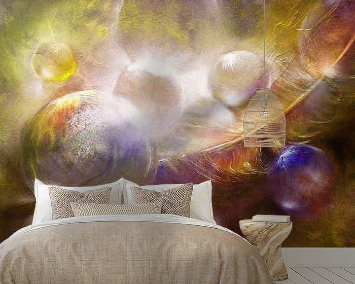 Sfeerimpressie behang: Featherlight - Glazen bollen met een veer van Annette Schmucker