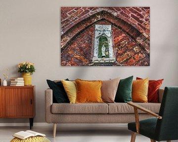 Detail mit Marienstatue in der Kirche von Blessum in Friesland