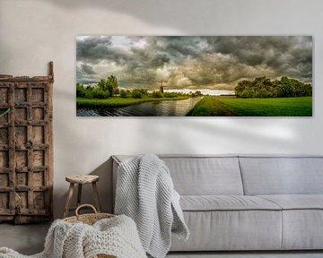 Molen de Zwaan onder dikke wolken van Cynthia Verbruggen