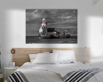 Leuchtturm an der Küste von Irland. von Jim Allen