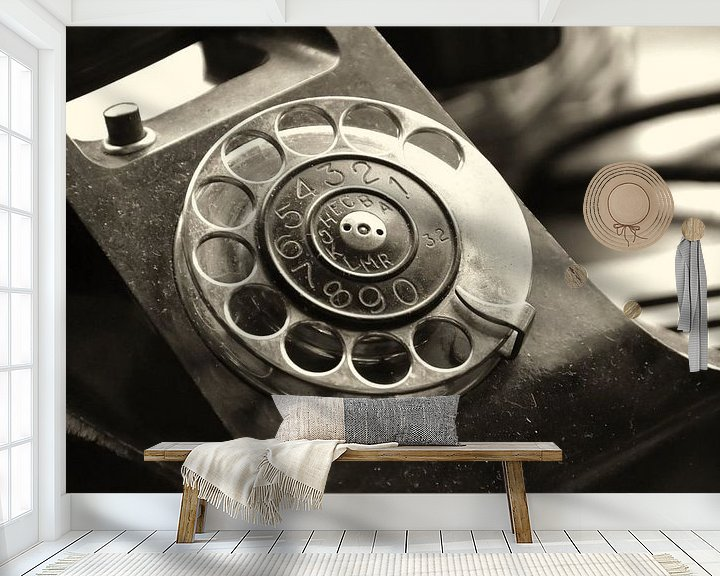 Beispiel fototapete: altes analoges Telefon mit Wählscheibe von Heiko Kueverling