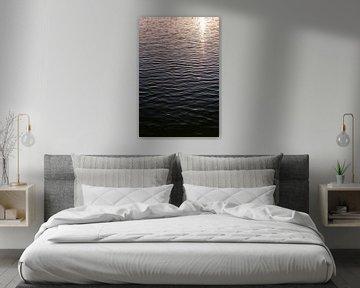 Minimalistische Fotografie Kunst | Wellen im Wasser von Manon Galama