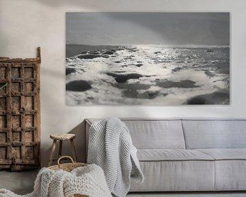 Schuimend Zeewater Spoelt op Strand bij Zonsondergang bij Ouddorp - Schilderij