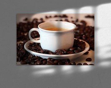 Een kop koffie. van Gerhard Albicker